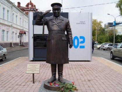 Памятник томскому постовому Николаю Путинцеву или просто дяде Коле
