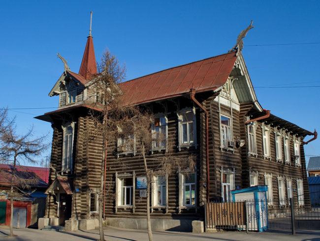 ул. Красноармейская, 68 — Дом с драконами