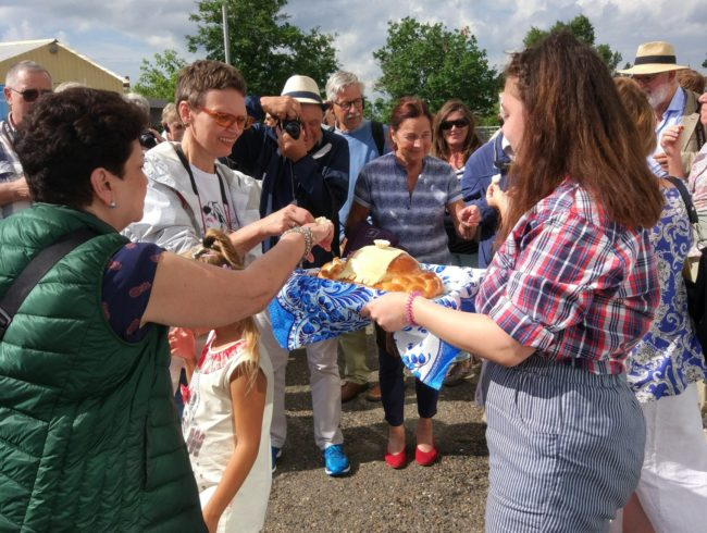 Теплоход с 52 туристами причалил в Томске
