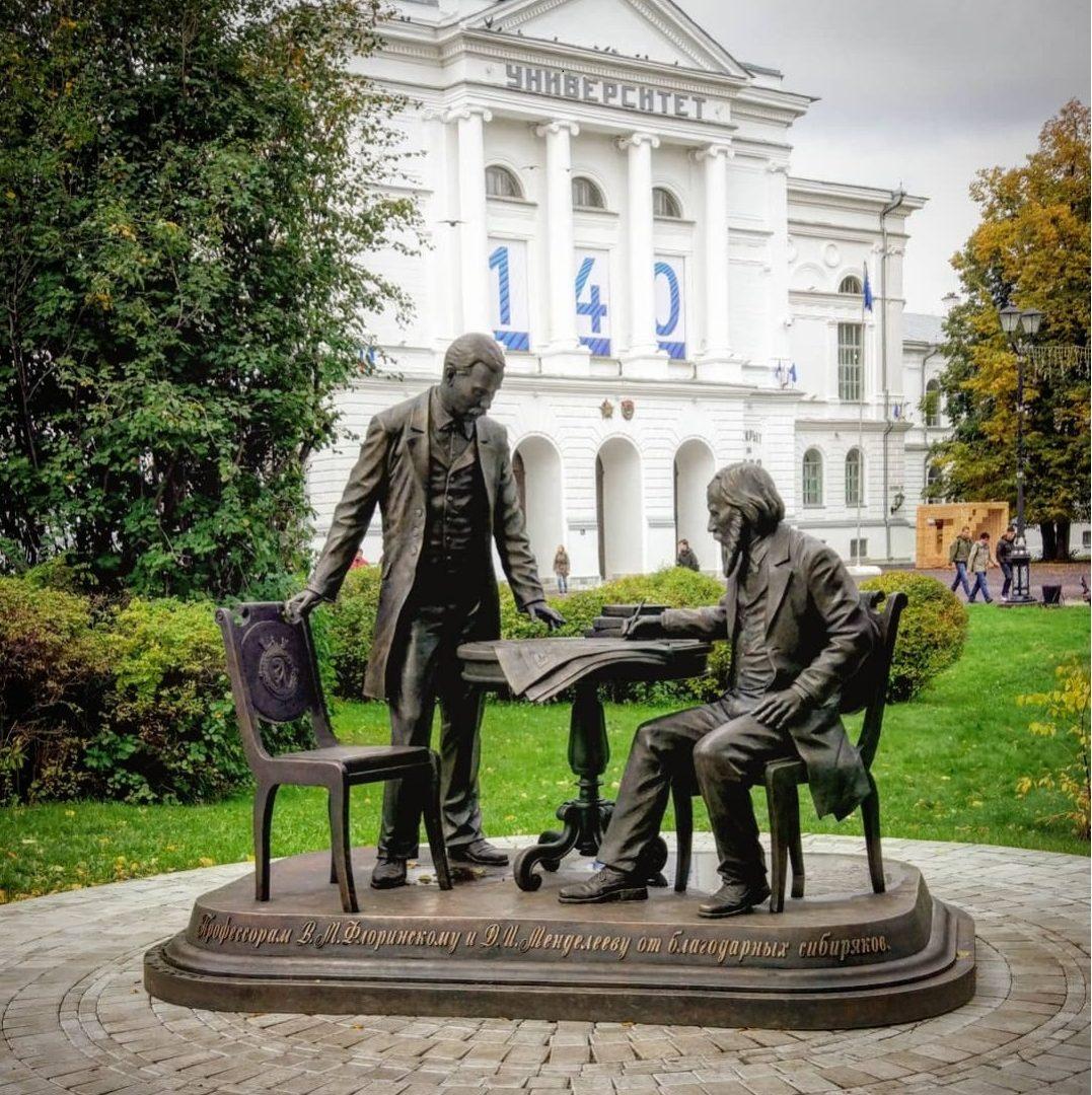 Памятник «Профессорам В.М. Флоринскому и Д.И. Менделееву от благодарных сибиряков»