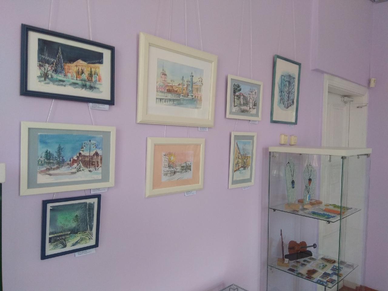 Изделия из стекла «На грани фантазии» и «Городские пейзажи» Галины Сорокиной в Доме искусств